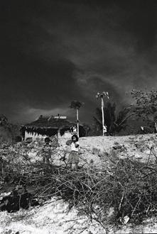 Orage sur le  village de Gomuru.