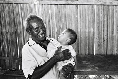 Future et ancienne génération timoraise,  Baucau.