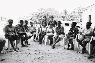 Réunion de femmes de l'atelier de transformation alimentaire du CDC, Buruma.